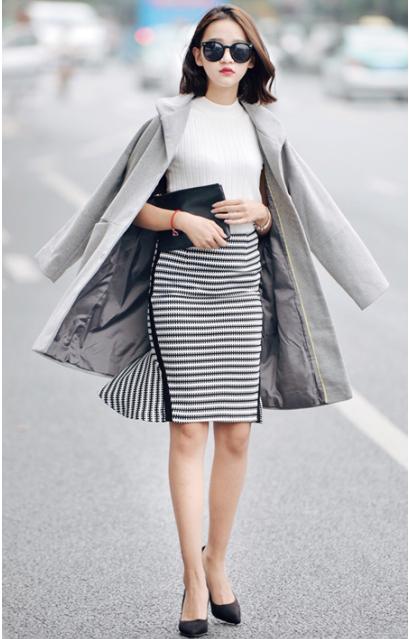 灰色毛呢裙搭配_优雅欧美风搭配 灰色毛呢外套+白色针织背心+黑白条纹包臀半身 ...