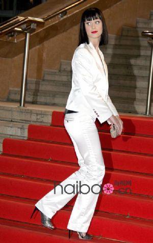 凯蒂·佩里的白色礼服搭配