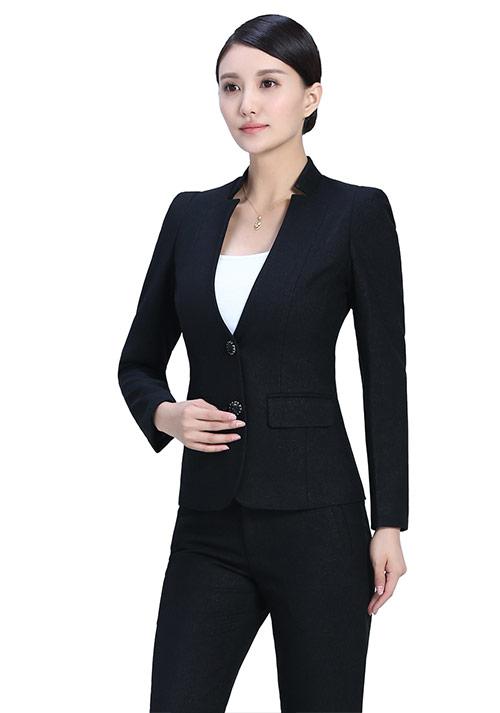 黑色立领两粒扣西服