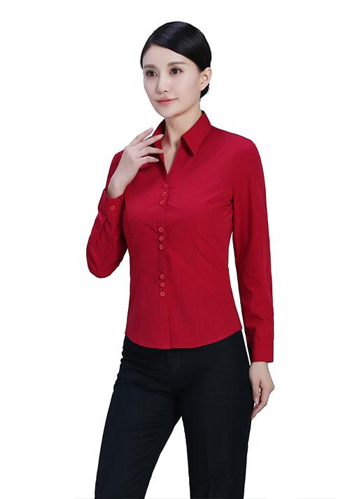 红色立领衬衫